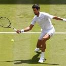 Djokovic cần 3 tiếng đồng hồ để vào vòng 4, nhưng cánh tay phải của anh bất ngờ bị loại