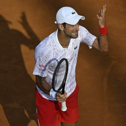 Djokovic lại cãi nhau với trọng tài