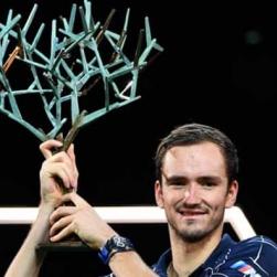 (Clip) Medvedev vô địch Paris Masters: Vượt đàn anh Federer, sẵn sàng đoạt ATP Finals