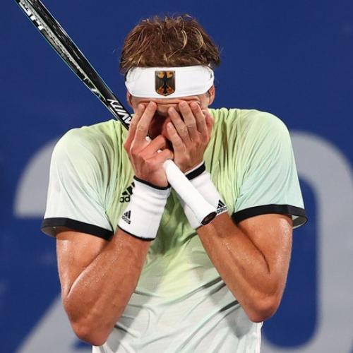 Alex Zverev khóc và xin lỗi sau khi làm tan mộng HCV của Djokovic